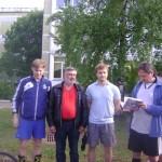 И книга с дарственной подписью в подарок. Слева - заклятый динамовец Виктор. :)